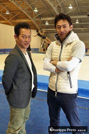 選手、指導者としてともに「日本一」を経験した野呂さん(左)と荒川さん。新体操を通じた社会スポーツ、雇用の場創出へ思いは強い