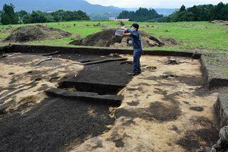南部・聖寿寺館跡で謎の方形区画見つかる