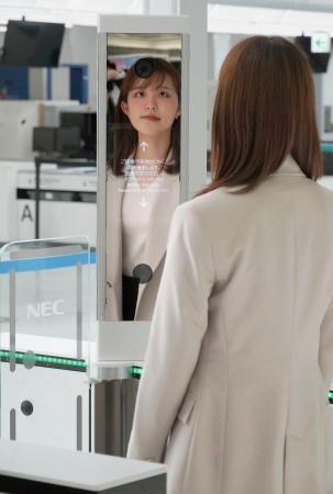 空港「顔パス」搭乗実験始まる