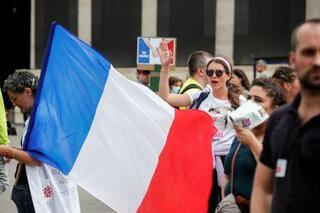 仏政府の接種促進措置合憲