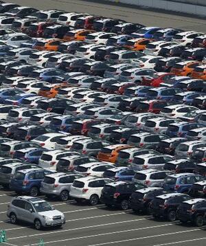 輸出を待つ自動車=19年12月撮影、川崎市