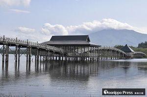 全国区の観光資源として町が期待を掛けている富士見湖パークの鶴の舞橋
