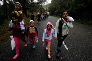 米、分離の移民親子は数千人か