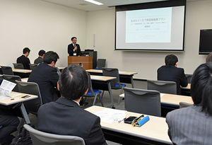 あおもりICT利活用推進プランについて県の担当者が説明したフォーラム