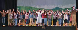 プロと熱演、十和田市の洞内小児童がミュージカル