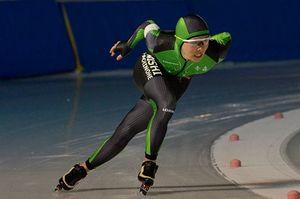 【高校男子3000メートル】4分13秒69で優勝し2冠を達成した竹中(八戸西)=八戸市の長根公園スケートリンク