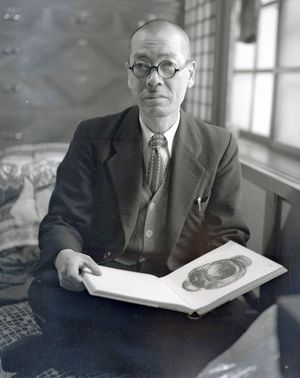 小野忠正さん(1957年撮影、東奥日報社所有)