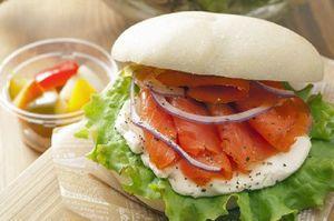 県南地方の旬の食材をふんだんに使う「八食サンド」のイメージ(八食センター提供)