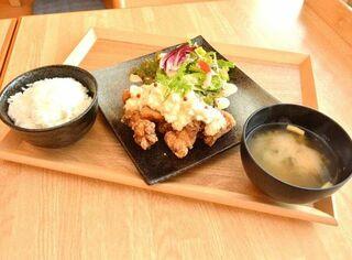 鶏料理など定食メニュー多彩/ほっこりごはん屋 輔