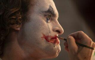 ヴェネツィア国際映画祭・金獅子賞受賞『ジョーカー』悪のカリスマ姿を見せる場面写真解禁