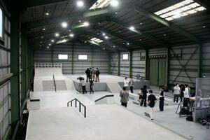 神奈川県寒川町に新しく完成したスケートボードの屋内パーク=30日