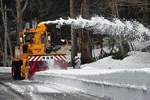 恐山の春掘り起こせ 街道の除雪進む/むつ