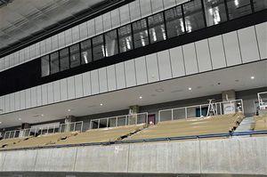 観客席部分とVIPルーム(上方)