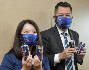 BOSSデミタスをPRする佐藤支社長(右)と百田さん