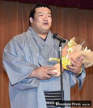 地元・鯵ケ沢町での激励会であいさつする誉富士関