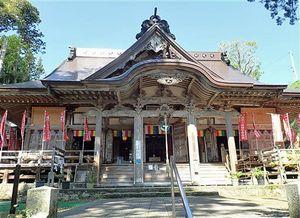 807年に建立された深浦町の円覚寺。渡辺教授の調査で数多くの古典籍が確認されている(渡辺教授提供)