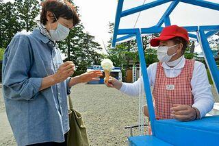 三戸、弘前で真夏日、アイス屋台が人気