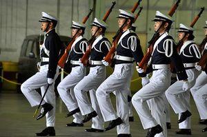 一糸乱れぬ演技を披露した防衛大学校の儀仗隊