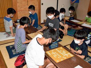 子供ら将棋の腕磨く/青森市で教室・大会
