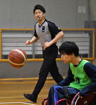 パラ車いすバスケ審判に小野さん(八戸)