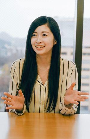 東北新幹線全線開業当時、CMヒロインを務めた岸本さん。現在は札幌市の広告会社で働く(本人提供)