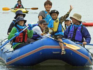 津軽白神湖でカヌーやクラフト体験