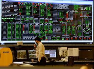 サウジアラビア・クライス油田にあるサウジアラムコの中央制御室=6月(AP=共同)