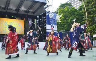五輪、アイヌ民族が華麗な舞披露
