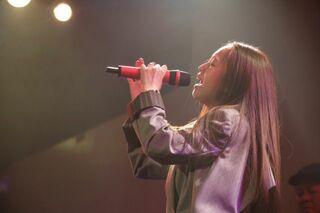 荒井麻珠、1stワンマンライブが盛況 ソロとしての第一歩は自分の声で