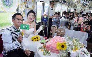 揺れる電車 揺るがぬ誓い/弘南鉄道で結婚披露宴