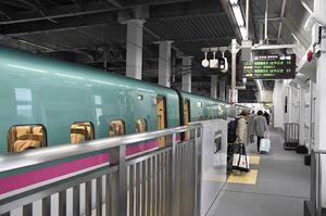 奥津軽いまべつ駅では午前9時から午後4時半まで、待合室やホームで「雲のむこう-」メインテーマを流している
