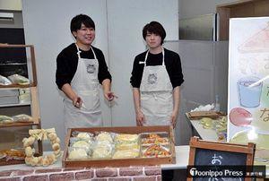 会場には魚介類を材料とした調理パンの試作品販売コーナーなども出店