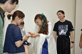 エヴァ主題歌の高橋洋子さんがサイン会