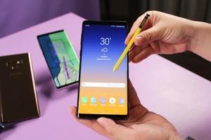 サムスン電子が発売するスマートフォン「ギャラクシーノート9」=8月、ニューヨーク(共同)
