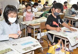 新聞写真を教材に、青森・新城中央小NIE授業