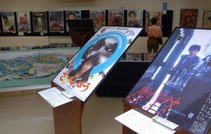 数々の邦画ポスターと吉田初三郎の鳥瞰図が並ぶ企画展