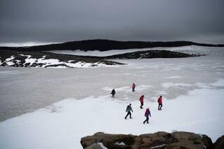 元氷河「追悼式」、温暖化を警告