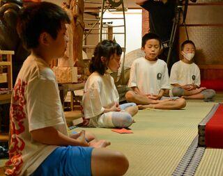 弘前の児童が久渡寺で山伏体験