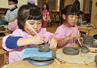つがる/幼稚園児陶芸教室 皿やカップ作り