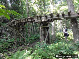 中泊町内に残る津軽森林鉄道の橋りょう=2017年9月