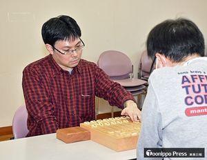 有段Aで優勝した田村五段(左)