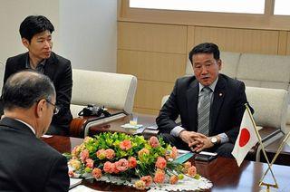 写真展視察のため韓国・済州関係者が来県