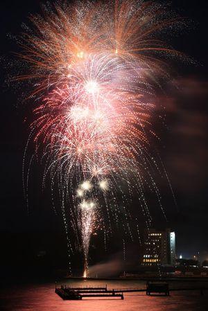 2018年8月1日の浅虫温泉花火大会。20年から開催時期を変更する方向で検討が進んでいる