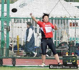【女子円盤投げ決勝】37メートル22の自己ベストで、やり投げと合わせ2年連続2冠を達成した奈良岡(弘前中央)