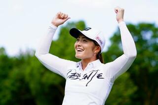 女子ゴルフ、26歳渡辺が4勝目