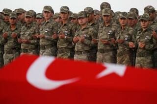 シリアのクルド、要衝撤退