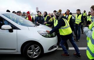 仏の燃料税抗議デモ28万人に