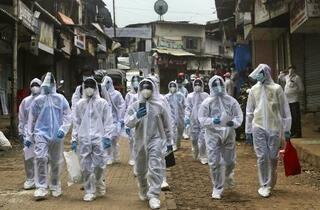 インドの感染者、70万人に迫る