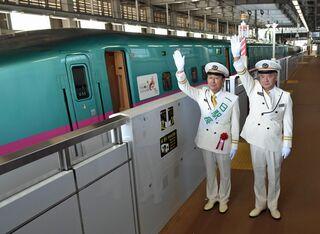 七戸十和田駅で町長が一日駅長