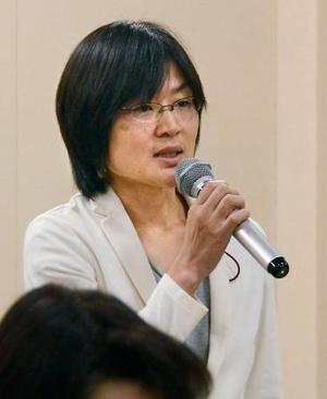 議会運営委員会で自身の1人会派名について意見を述べる熊本市の緒方夕佳市議=15日、熊本市議会